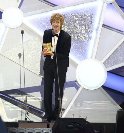 Kim Hyun Joong win Best Male Solo at MAMA