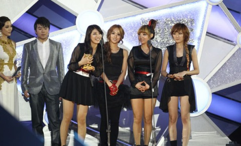 Miss A win the best dance performance female at MAMA 2011