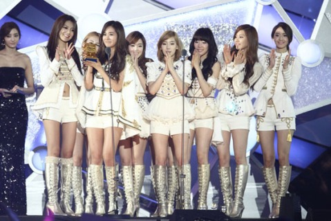 SNSD win BEst Female Group at MAMA
