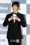 Red Carpet SBS Gayo Daejun 2011_Lee Seung Gi