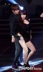 hyuna_hyunseung_troublemaker_musicontop_4